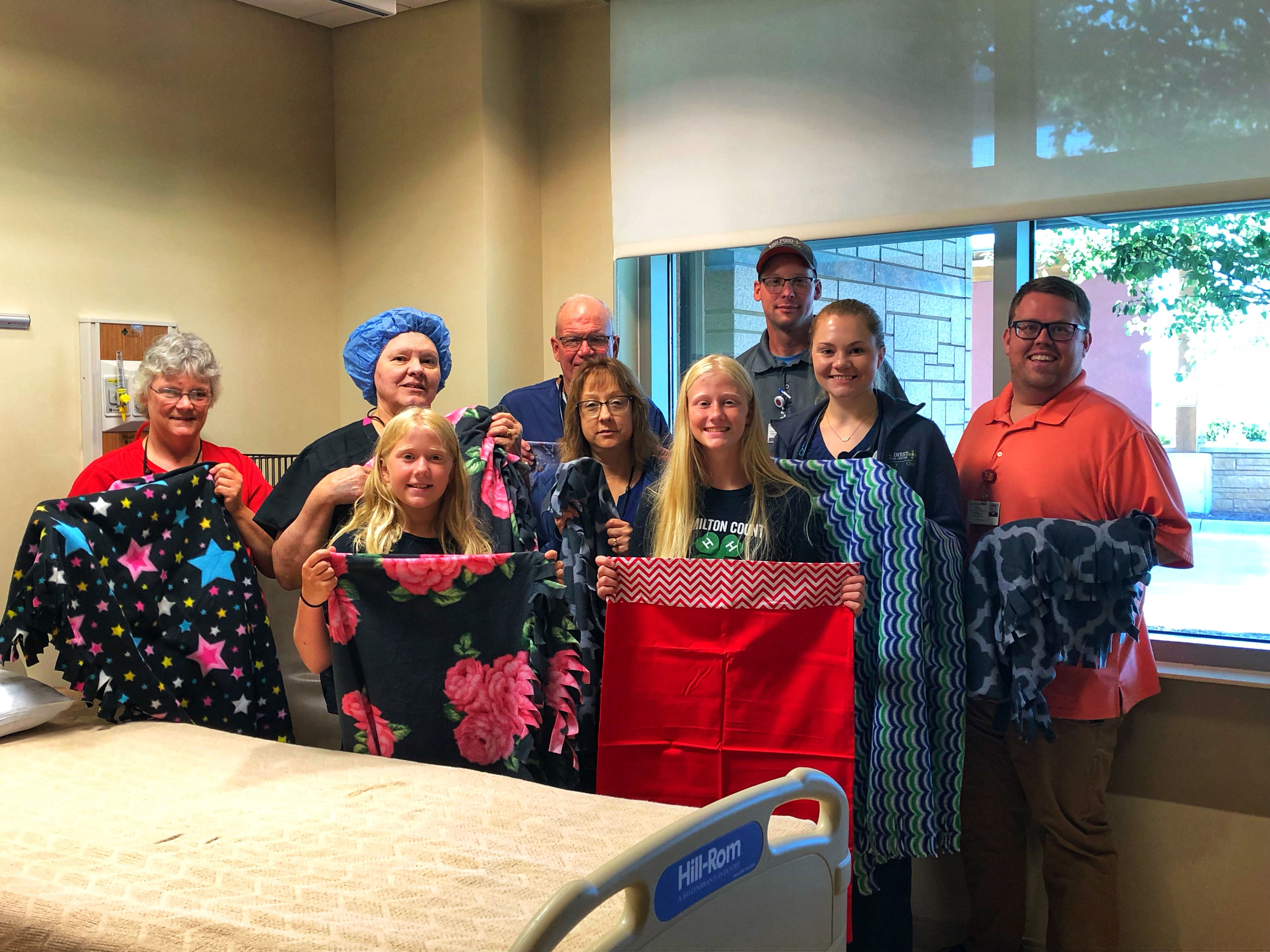 4-H Group and VDMC Staff with blankets